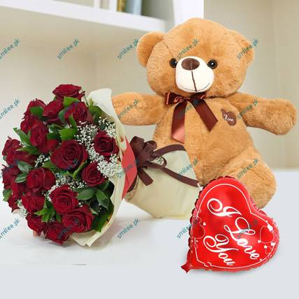 romantic-red-roses-bunch-cuddly-love_1
